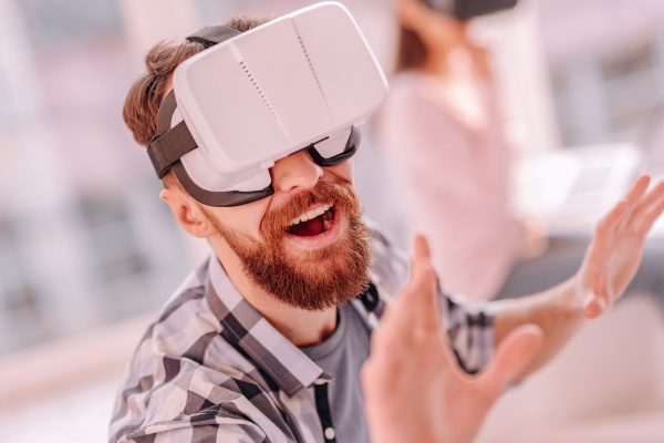 Skin Machine Celebrates Physical Pain for the First Time in Virtual Reality